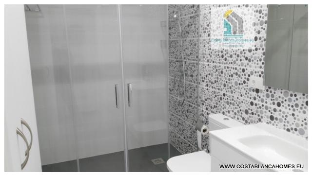 Benidorm appartement r 070 costa blanca - Vliegtuig badkamer m ...
